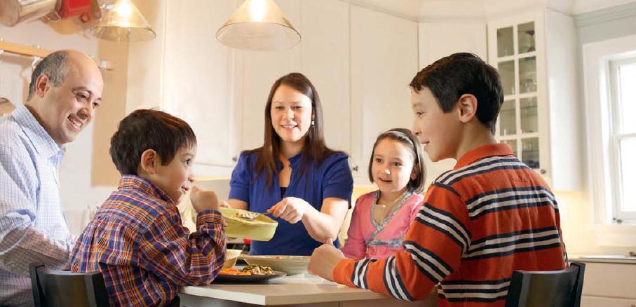 вся семья за столом