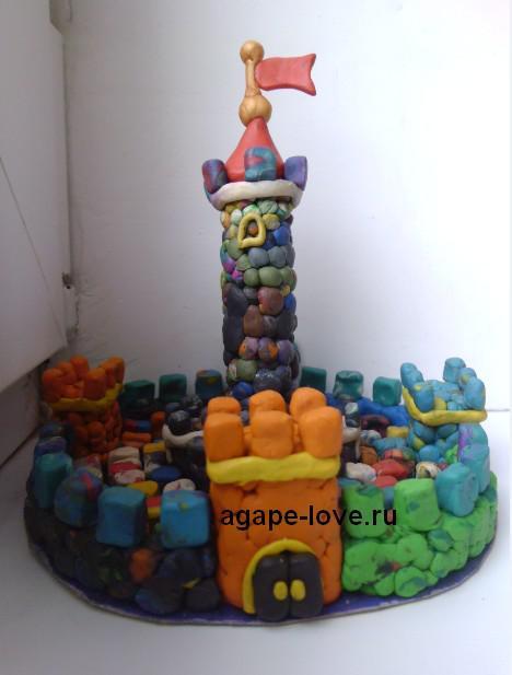 Лепить из пластилина. Замок с башней