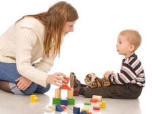 Усыновить ребенка.Беседы с ребенком необходимы,чтобы понять стоит ли усыновлять этого ребенка