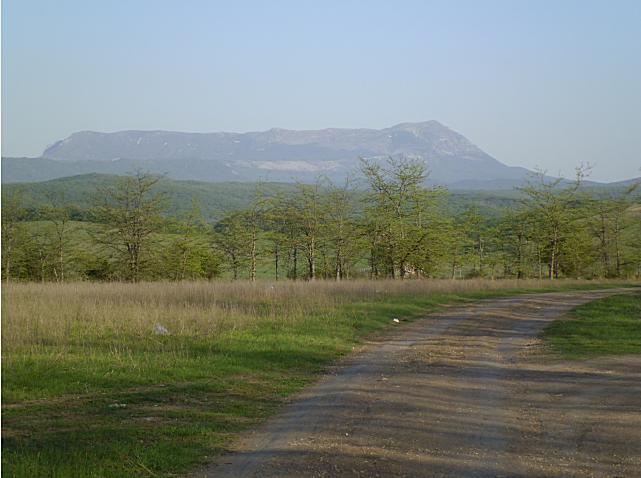 Наша знаменитая гора в Крыму красуется своим видом