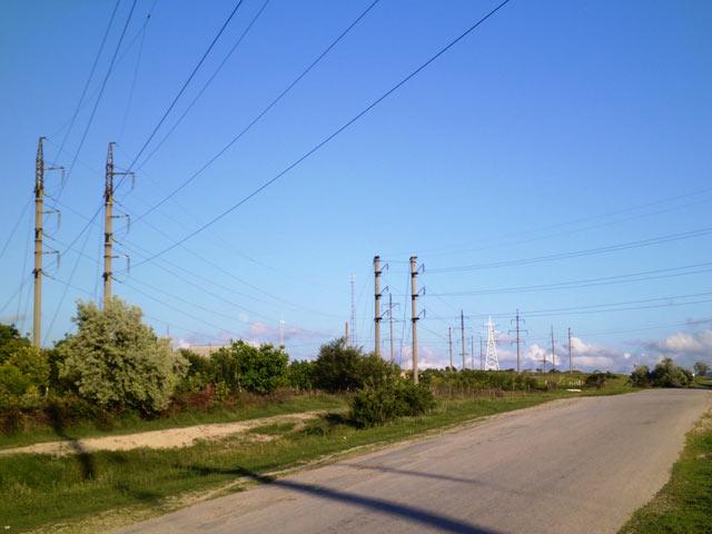 Великаны несущие свет в поселке Малтиновка