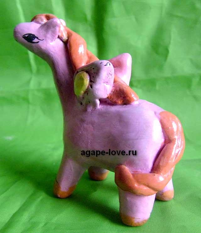 Изделия-Юли.-Розовая-Лошадка-пегас