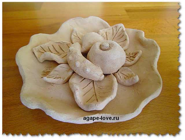 Изделия из глины. Тарелка с фруктами